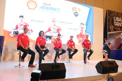 VP Marketing Lubricants PT Shell Indonesia, Mario Viarengo; Direktur Pelumas Shell Indonesia, Dian Andyasuri; Jorge Lorenzo, Andrea Dovizioso dan Paolo Ciabatti, Ducati Team