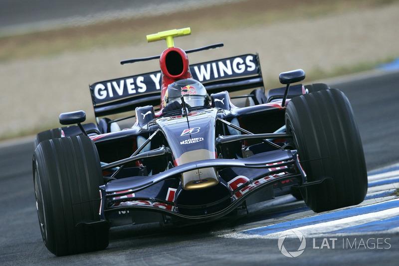 2008: Toro Rosso STR2B (5 Гран При, одно седьмое место)