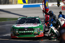 Kevin Harvick, Stewart-Haas Racing with Biagi-Denbeste Racing, Hunt Brothers Pizza Ford Mustang pit stop