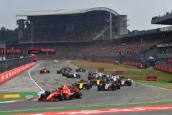 Kimi Raikkonen, Ferrari SF71H and Max Verstappen, Red Bull Racing RB14 at the start of the race