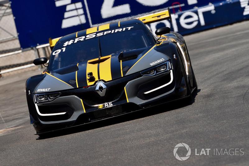 Renault Sport F1 Team display laps