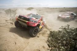 #301 Toyota Gazoo Racing Toyota: Nasser Al-Attiyah, Mathieu Baumel, #308 Peugeot Sport Peugeot 3008 DKR: Cyril Despres, David Castera
