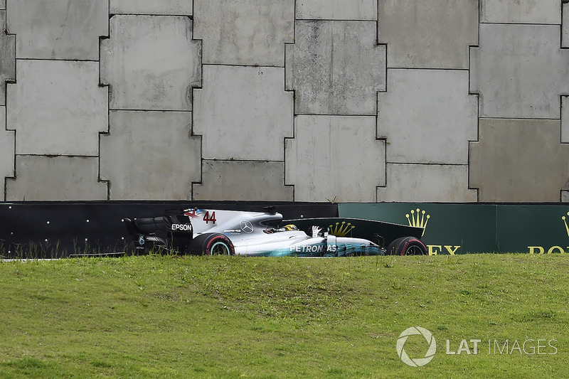 Lewis Hamilton, Mercedes-Benz F1 W08 choca en la Q1