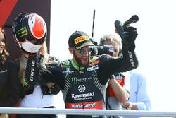 Podium: race winner Tom Sykes, Kawasaki Racing