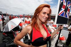 Chica de la parrilla para Lewis Hamilton, McLaren