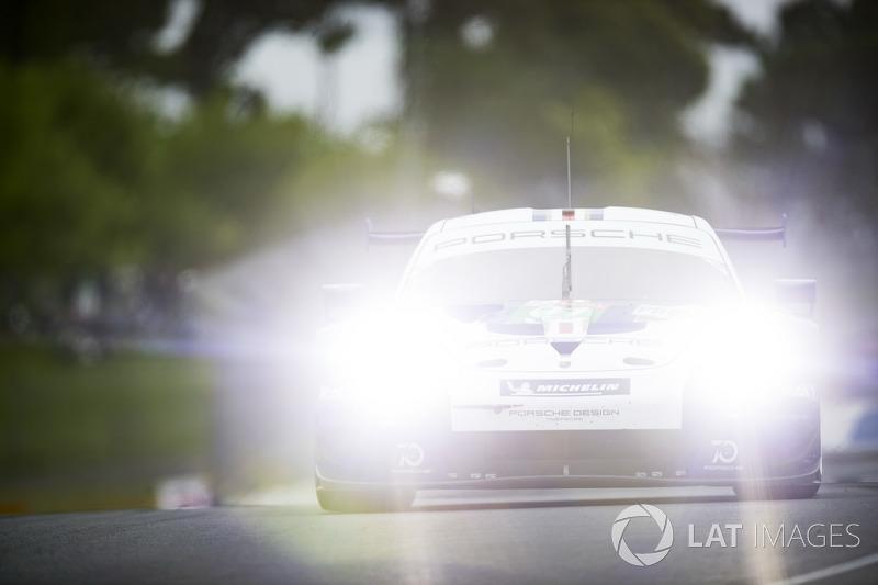 #91 Porsche GT Team Porsche 911 RSR: Джанмария Бруни, Фредерик Маковецки, Рихард Лиц