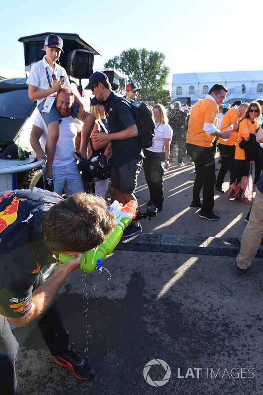Christian Horner, Red Bull Racing Team Principal and Eric Boullier, McLaren Racing Director at the r