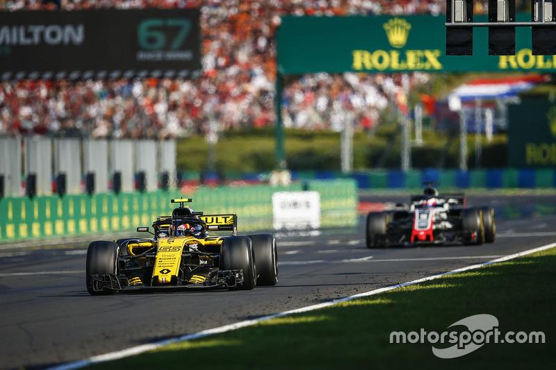 Carlos Sainz Jr., Renault Sport F1 Team R.S. 18, y Romain Grosjean, Haas F1 Team VF-18