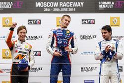 Подиум: победитель Сергей Сироткин, Fortec, второе место - Цоэль Амберг, AVF, третье место - Пьетро Фанчин, International Draco Racing