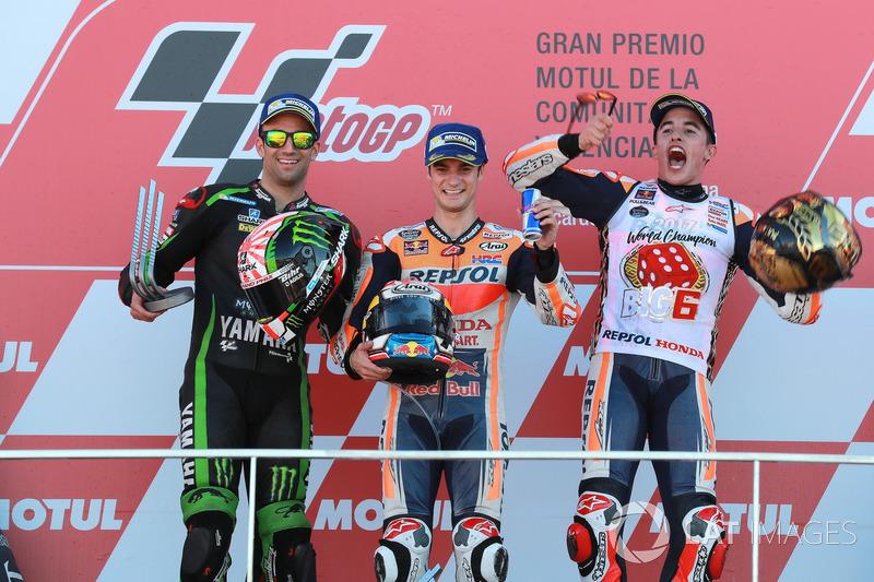 2017. Pedrosa gana la carrera de Valencia por delante de la Yamaha de Johann Zarco y de su compañero en Honda, Marc Márquez.