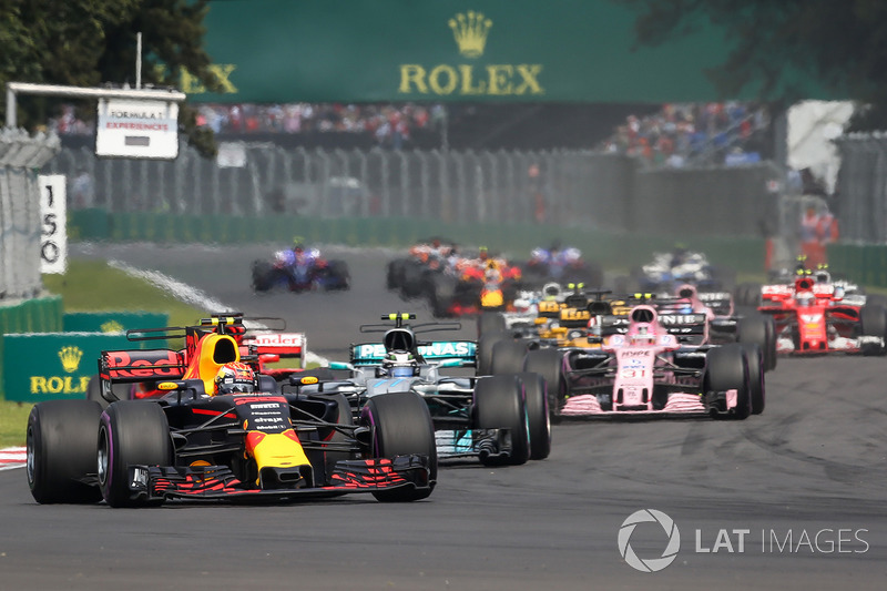 Max Verstappen, Red Bull Racing RB13 leads at the start of the race