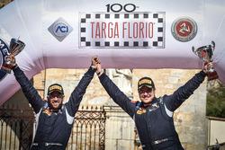 Giuseppe Testa e Daniele Mangiarotti Peugeot 208 R2, Peugeot Sport Italia, festeggiano la vittoria