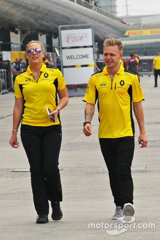 Kevin Magnussen, Renault Sport F1 Team met Aurelie Donzelot, Renault Sport F1 Team Media