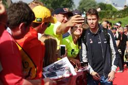 Даниил Квят, Scuderia Toro Rosso с фанатами