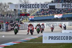 Gevecht tussen Jonathan Rea, Kawasaki Racing Team en Chaz Davies, Aruba.it Racing - Ducati Team