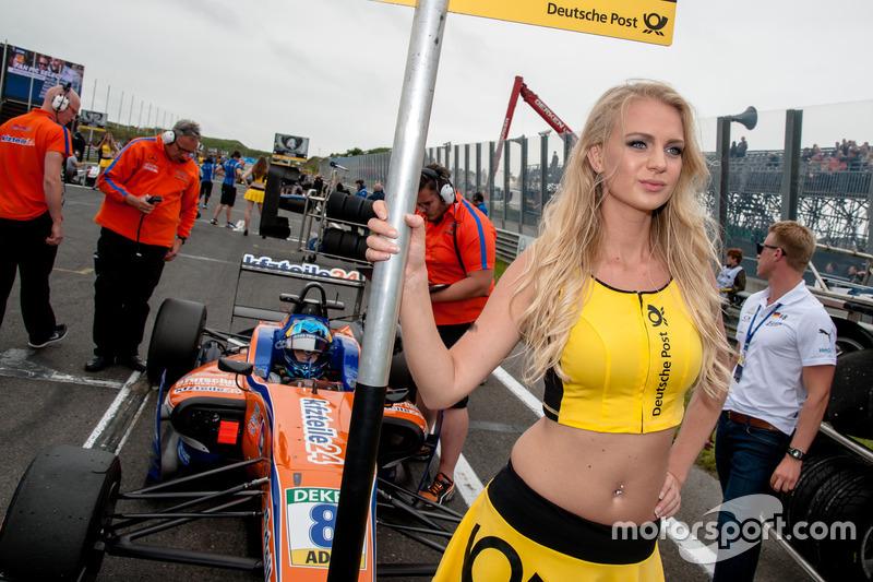 Grid girl, David Beckmann, kfzteile24 Mücke Motorsport Dallara F312 - Mercedes-Benz