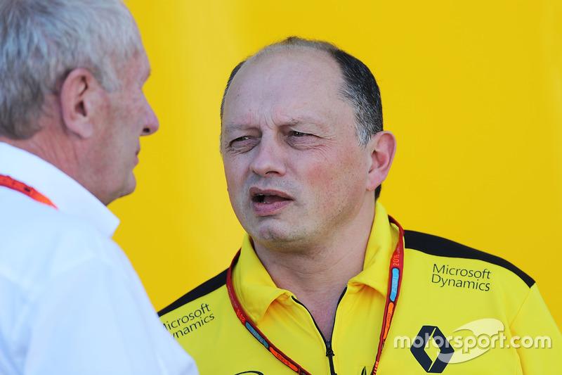 El Dr. Helmut Marko, Red Bull Motorsport Consultor con Frederic Vasseur, Renault Sport F1 Team Racing Director