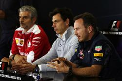 Пресс-конференциия FIA: Маурицио Арривабене, руководитель Ferrari; Тото Вольф, руководитель Mercedes