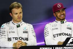 Ніко Росберг, Mercedes AMG F1 та Льюїс Хемілтон, Mercedes AMG F1 на прес-конференції FIA після квалі