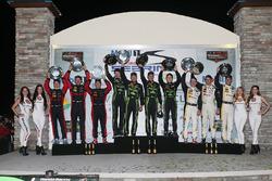 Podios: ganadores Johannes van Overbeek, Scott Sharp, Ed Brown, Pipo Derani, ESM Racing, segundo lug