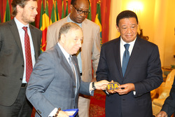 Jean Todt, FIA-Präsident, mit dem äthiopischen Präsidenten Mulatu Teshome
