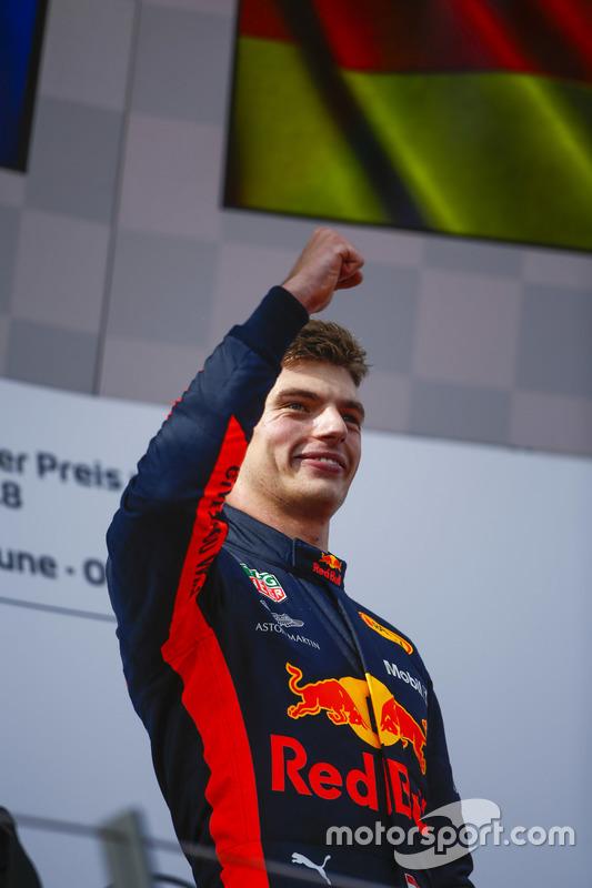 Max Verstappen, Red Bull Racing, vainqueur, sur le podium