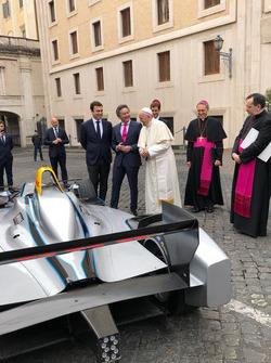 Papa Francisco y Alejandro Agag, CEO, Fórmula E