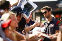 Romain Grosjean, Haas F1 Team, meets some fans