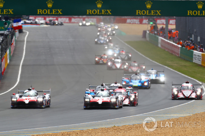 Salida: #8 Toyota Gazoo Racing Toyota TS050: Sébastien Buemi, Kazuki Nakajima, Fernando Alonso lidera la carrera