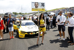 Grid girl van Timo Glock, BMW Team RMG