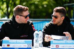 Maro Engel, equipo de Fórmula E Venturi, Edoardo Mortara, equipo de Venturi Formula E, en la sesión de autógrafos