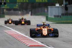 Stoffel Vandoorne, McLaren MCL33 Renault, Max Verstappen, Red Bull Racing RB14 Tag Heuer, Daniel Ricciardo, Red Bull Racing RB14 Tag Heuer