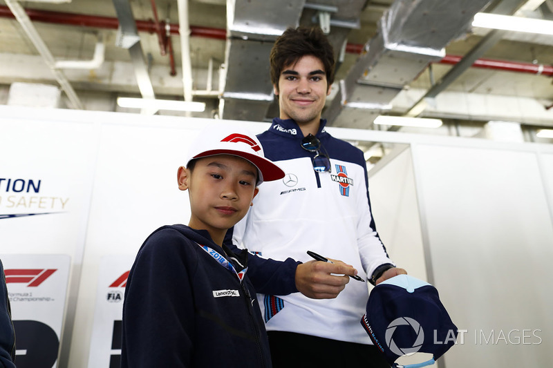 Lance Stroll, Williams Racing, meets a young fan