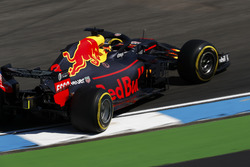 Daniel Ricciardo, Red Bull Racing RB14, part en tête-à-queue