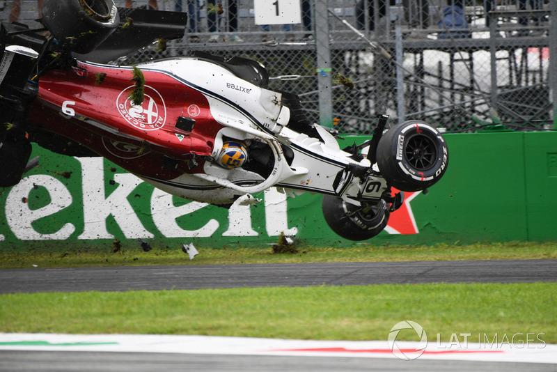 Marcus Ericsson enfrentou problemas na asa móvel de seu Sauber