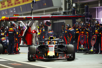 Daniel Ricciardo, Red Bull Racing RB14, leaves his pit box