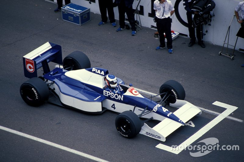 Jean Alesi, Tyrrell 018 Ford, on the grid
