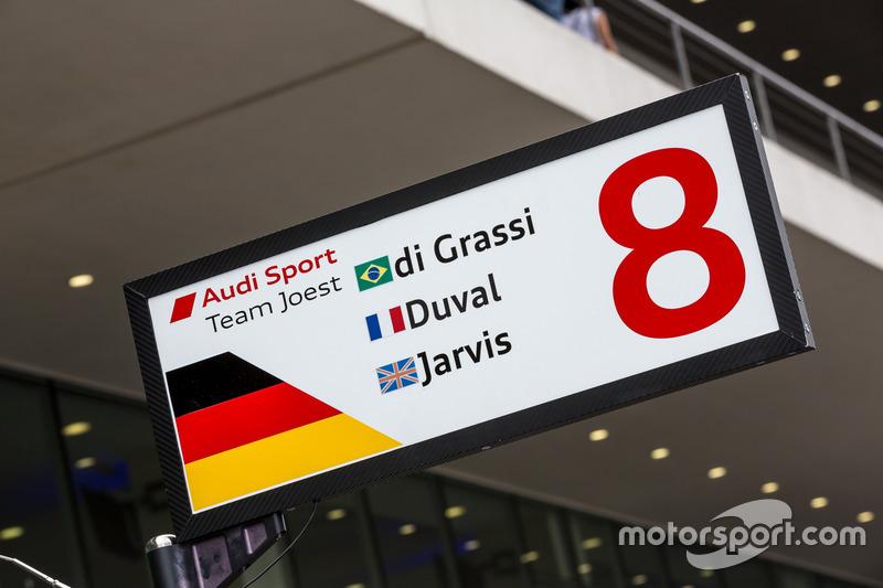 #8 Audi Sport Team Joest Audi R18 e-tron quattro pit stall