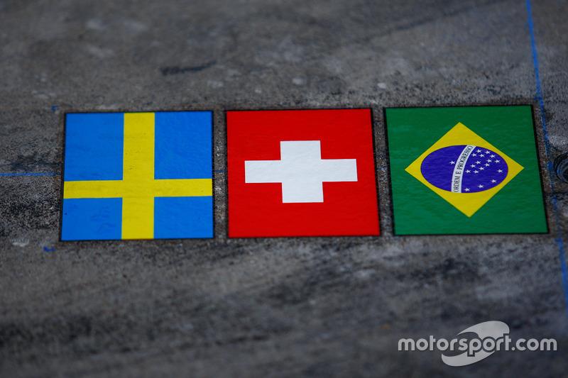 Sauber ulusal bayrakları