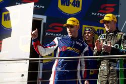 Podio: segundo lugar Mark Winterbottom, Prodrive Racing Australia Ford, tercer lugar Scott Pye, Team