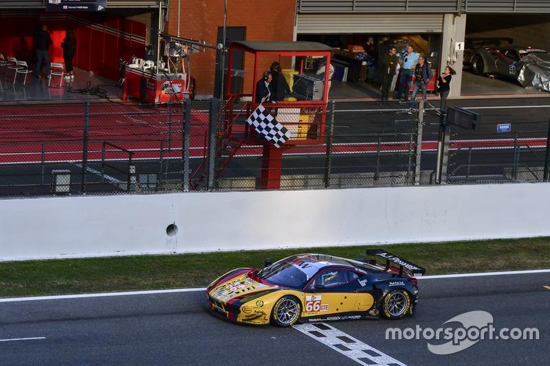 GTE-Sieg für #66 JMW Motorsport, Ferrari F458 Italia: Rory Butcher, Robert Smith, Andrea Bertolini