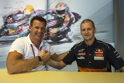 Pit Beirer, KTM Motorsport Director dan Aki Ajo, Team Manager