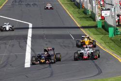 Carlos Sainz Jr., Scuderia Toro Rosso STR11 and Romain Grosjean, Haas F1 Team VF-16 battle for position