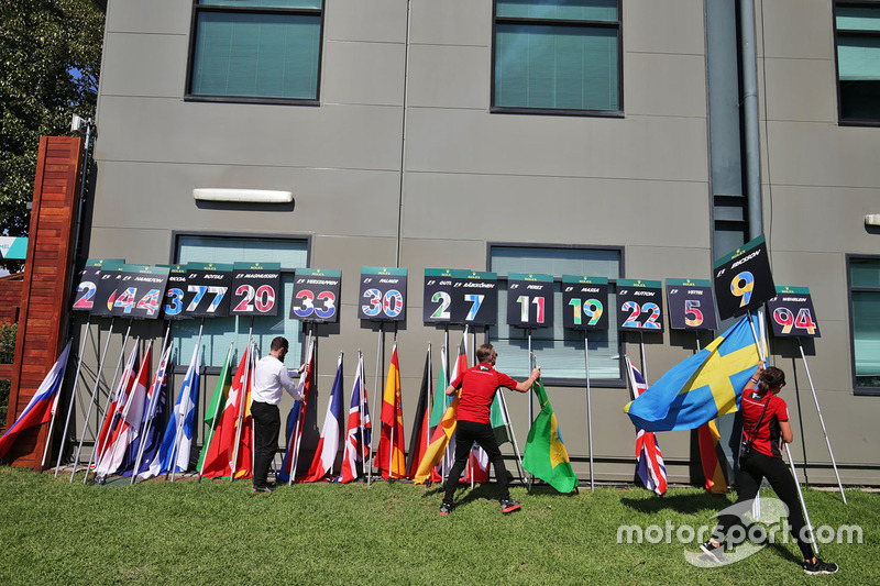 Grid boards and flags