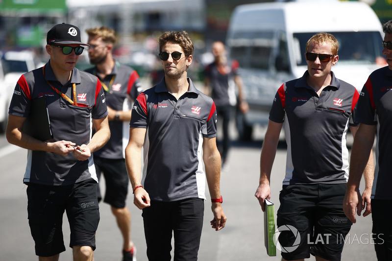 Romain Grosjean, Haas F1 Team, bei der Streckenbegehung