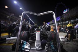 The Mercedes team prepare the car of Lewis Hamilton, Mercedes AMG F1 W08
