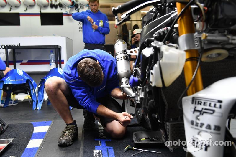5. #21 IV Racing BMW CSEU, BMW: Karel Hanika, Fabrizio Lai, Julian Mayer, Martin Choy
