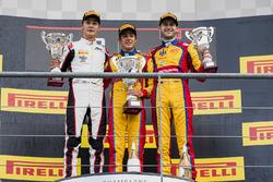 Podio: Il vincitore Giuliano Alesi, Trident, il secondo classificato George Russell, ART Grand Prix,