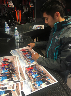 Ho-Pin Tung, Jaguar Racing signs autographs