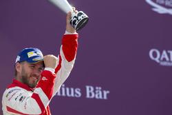 Nick Heidfeld, Mahindra Racing, festeggia sul podio